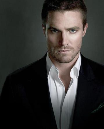 stephen-amell-image-10853-article-ajust_930