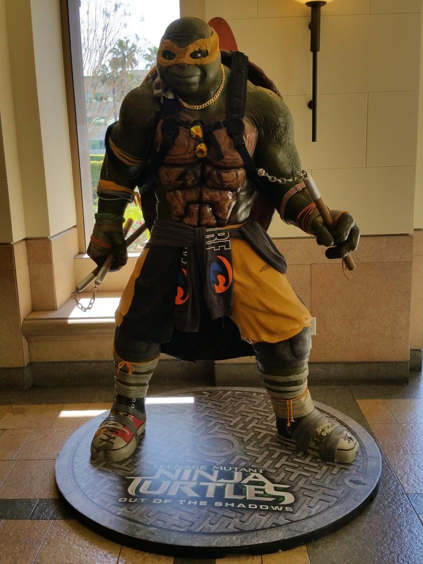 tmnt-2-michelangelo-statue-1-e1457471430211