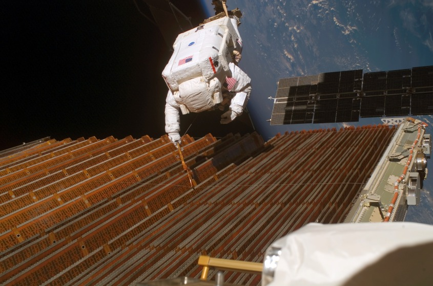 STS-116_Solar_Panel_Spacewalk